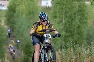 Naisten voittajajoukkueen aloittaja Henna Saarinen.