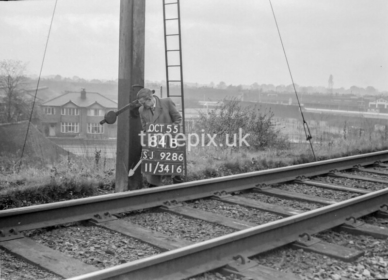 SJ928684B, Ordnance Survey Revision Point photograph in Greater Manchester