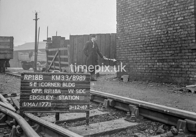 SJ898918B, Ordnance Survey Revision Point photograph in Greater Manchester