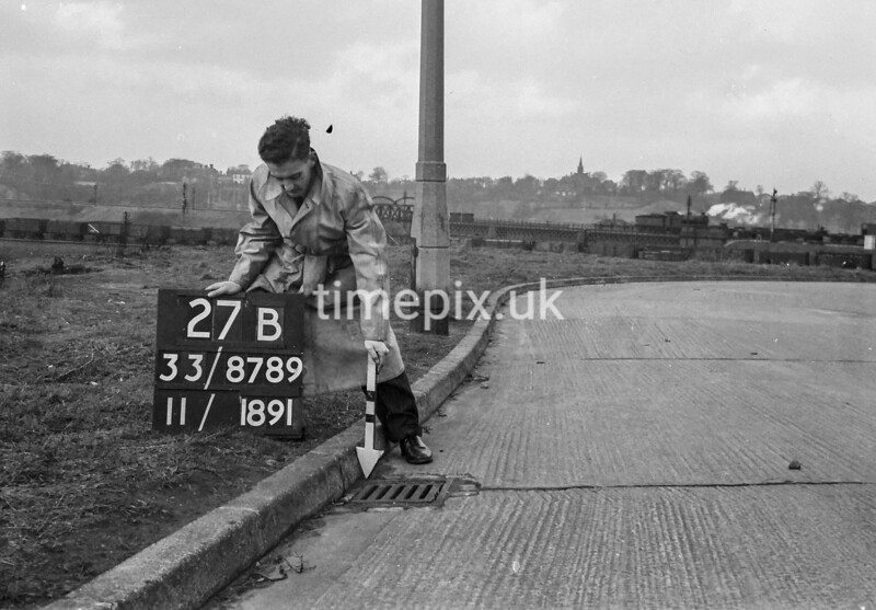 SJ878927B, Ordnance Survey Revision Point photograph in Greater Manchester
