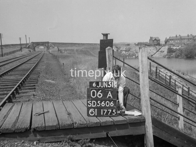 SD560606A, Ordnance Survey Revision Point photograph in Greater Manchester