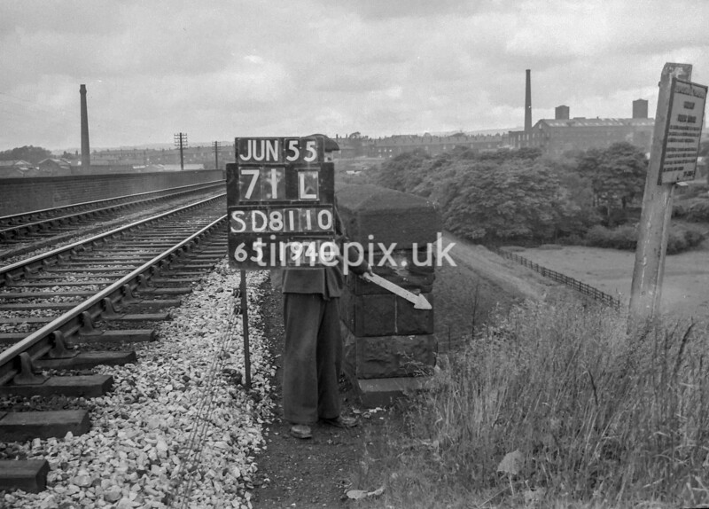 SD811071L, Ordnance Survey Revision Point photograph in Greater Manchester