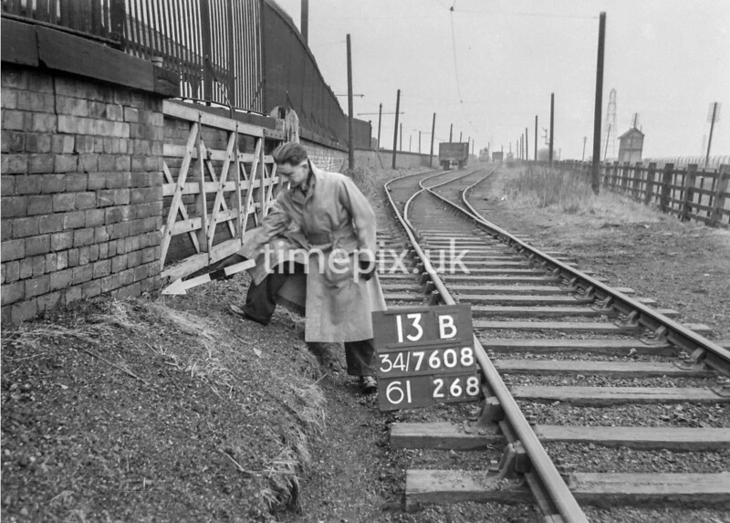 SD760813B, Ordnance Survey Revision Point photograph in Greater Manchester