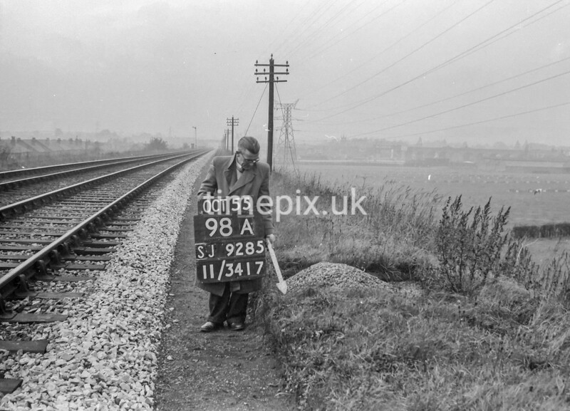 SJ928598A, Ordnance Survey Revision Point photograph in Greater Manchester