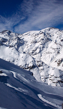 The deep crevaces of snow and black rock give the Andes a beauty not duplicated very often.