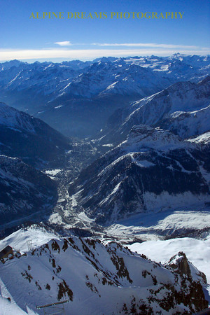 If you expand this shot you can see the town of Courmayeur down below as well as the mist in the valley.