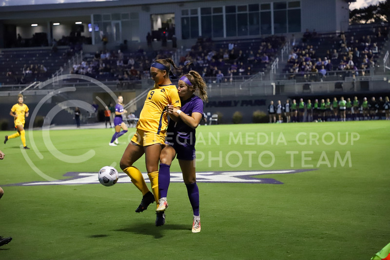 Freshman defender Kenzi Gillispie battles against a player from West Virginia for the ball. Kansas State and West Virginia played on October 7, 2021 at the Busser Family Park. Madison Riebel   Collegian Media Group)