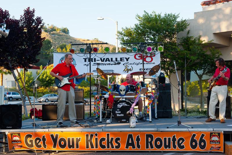 Rt. 66 Grill, Santa Clarita, car show sponsored by the GTO Club.   GREAT BAND!!!