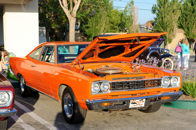 Rt. 66 Grill, Santa Clarita, car show sponsored by the GTO Club.   Road Runner special...