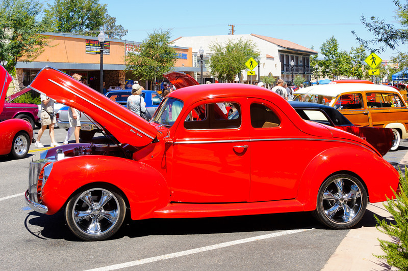 6/24/12   Main St. Newhall car show.  A good looking '40 Ford.