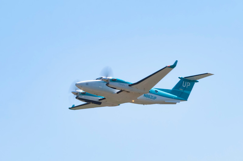 WHEELS UP - teal paint job a nod to Ovarian Cancer - 9/3/2019 - 2016 TEXTRON AVIATION B300  KING AIR  - N862UP