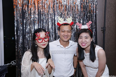 Sonion-Christmas-Photobooth-in-Saigon-Chup-anh-in-hinh-lay-lien-Tiec-Giang-sinh-WefieBox-Photobooth-Vietnam-single-01