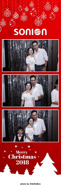 Sonion-Christmas-Photobooth-in-Saigon-Chup-anh-in-hinh-lay-lien-Tiec-Giang-sinh-WefieBox-Photobooth-Vietnam-13