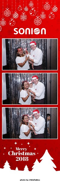 Sonion-Christmas-Photobooth-in-Saigon-Chup-anh-in-hinh-lay-lien-Tiec-Giang-sinh-WefieBox-Photobooth-Vietnam-04