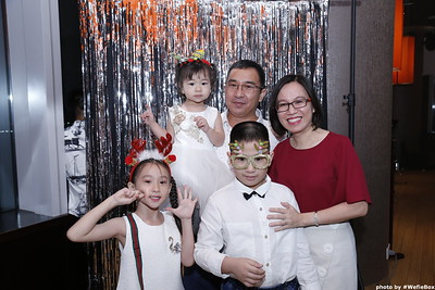 Sonion-Christmas-Photobooth-in-Saigon-Chup-anh-in-hinh-lay-lien-Tiec-Giang-sinh-WefieBox-Photobooth-Vietnam-single-15