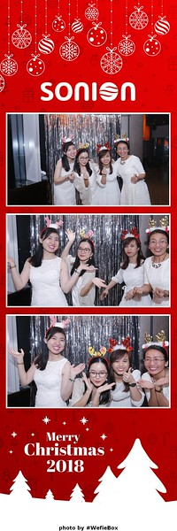Sonion-Christmas-Photobooth-in-Saigon-Chup-anh-in-hinh-lay-lien-Tiec-Giang-sinh-WefieBox-Photobooth-Vietnam-19