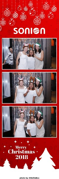 Sonion-Christmas-Photobooth-in-Saigon-Chup-anh-in-hinh-lay-lien-Tiec-Giang-sinh-WefieBox-Photobooth-Vietnam-01