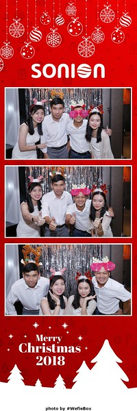 Sonion-Christmas-Photobooth-in-Saigon-Chup-anh-in-hinh-lay-lien-Tiec-Giang-sinh-WefieBox-Photobooth-Vietnam-25