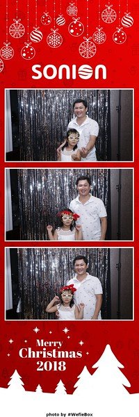 Sonion-Christmas-Photobooth-in-Saigon-Chup-anh-in-hinh-lay-lien-Tiec-Giang-sinh-WefieBox-Photobooth-Vietnam-03