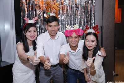 Sonion-Christmas-Photobooth-in-Saigon-Chup-anh-in-hinh-lay-lien-Tiec-Giang-sinh-WefieBox-Photobooth-Vietnam-single-11