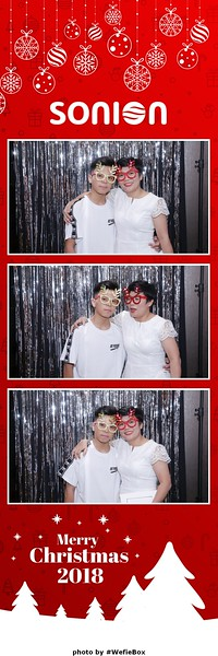 Sonion-Christmas-Photobooth-in-Saigon-Chup-anh-in-hinh-lay-lien-Tiec-Giang-sinh-WefieBox-Photobooth-Vietnam-05