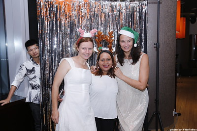 Sonion-Christmas-Photobooth-in-Saigon-Chup-anh-in-hinh-lay-lien-Tiec-Giang-sinh-WefieBox-Photobooth-Vietnam-single-19