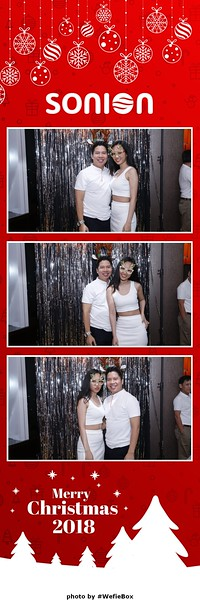 Sonion-Christmas-Photobooth-in-Saigon-Chup-anh-in-hinh-lay-lien-Tiec-Giang-sinh-WefieBox-Photobooth-Vietnam-12