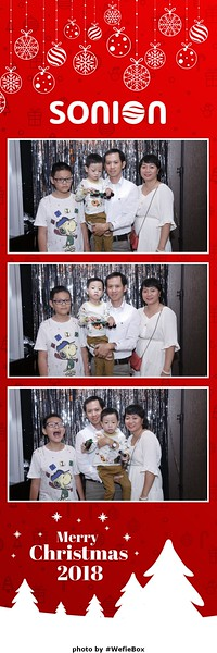 Sonion-Christmas-Photobooth-in-Saigon-Chup-anh-in-hinh-lay-lien-Tiec-Giang-sinh-WefieBox-Photobooth-Vietnam-17