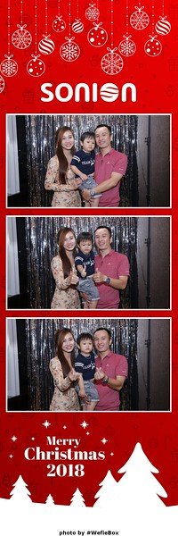 Sonion-Christmas-Photobooth-in-Saigon-Chup-anh-in-hinh-lay-lien-Tiec-Giang-sinh-WefieBox-Photobooth-Vietnam-15
