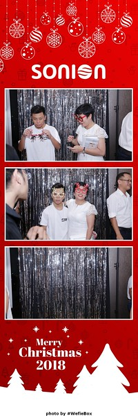 Sonion-Christmas-Photobooth-in-Saigon-Chup-anh-in-hinh-lay-lien-Tiec-Giang-sinh-WefieBox-Photobooth-Vietnam-29