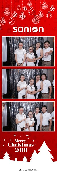 Sonion-Christmas-Photobooth-in-Saigon-Chup-anh-in-hinh-lay-lien-Tiec-Giang-sinh-WefieBox-Photobooth-Vietnam-10