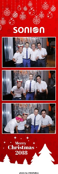 Sonion-Christmas-Photobooth-in-Saigon-Chup-anh-in-hinh-lay-lien-Tiec-Giang-sinh-WefieBox-Photobooth-Vietnam-08