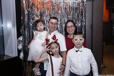 Sonion-Christmas-Photobooth-in-Saigon-Chup-anh-in-hinh-lay-lien-Tiec-Giang-sinh-WefieBox-Photobooth-Vietnam-single-13