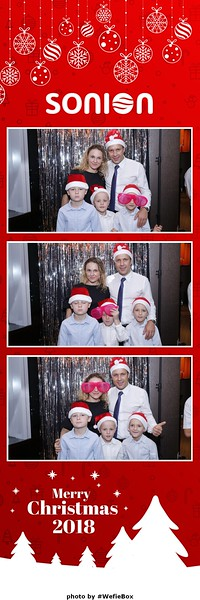 Sonion-Christmas-Photobooth-in-Saigon-Chup-anh-in-hinh-lay-lien-Tiec-Giang-sinh-WefieBox-Photobooth-Vietnam-07