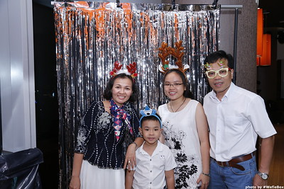 Sonion-Christmas-Photobooth-in-Saigon-Chup-anh-in-hinh-lay-lien-Tiec-Giang-sinh-WefieBox-Photobooth-Vietnam-single-04