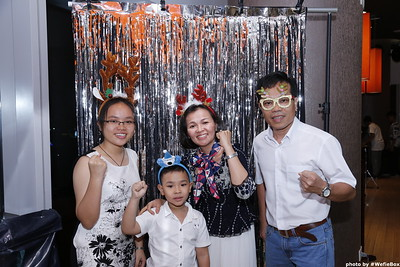 Sonion-Christmas-Photobooth-in-Saigon-Chup-anh-in-hinh-lay-lien-Tiec-Giang-sinh-WefieBox-Photobooth-Vietnam-single-06