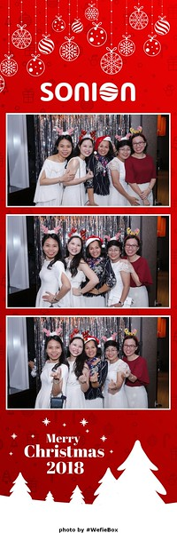 Sonion-Christmas-Photobooth-in-Saigon-Chup-anh-in-hinh-lay-lien-Tiec-Giang-sinh-WefieBox-Photobooth-Vietnam-02