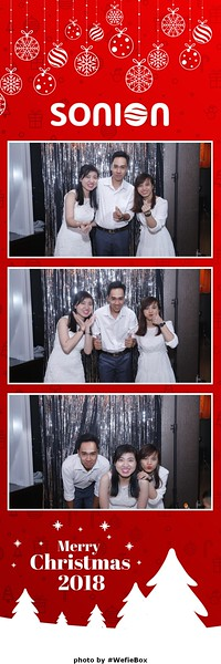 Sonion-Christmas-Photobooth-in-Saigon-Chup-anh-in-hinh-lay-lien-Tiec-Giang-sinh-WefieBox-Photobooth-Vietnam-18