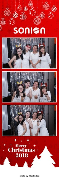 Sonion-Christmas-Photobooth-in-Saigon-Chup-anh-in-hinh-lay-lien-Tiec-Giang-sinh-WefieBox-Photobooth-Vietnam-21