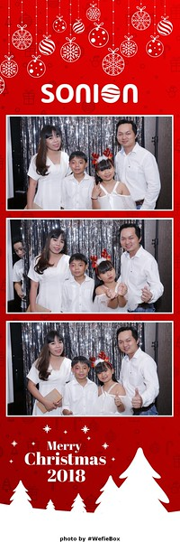 Sonion-Christmas-Photobooth-in-Saigon-Chup-anh-in-hinh-lay-lien-Tiec-Giang-sinh-WefieBox-Photobooth-Vietnam-06