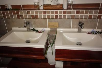 Idube Lodge Suite Bathroom