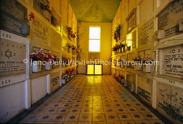 CHILE, Valparaiso. Sociedad Max Nordau & Sociedad Union Israelita, Cementerio # 3. (9.2003)