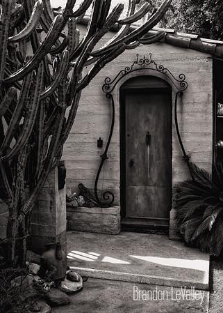 DOOR WITH IRON CROWN
