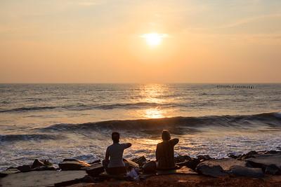 Yoga at Sunrise at Pondicherry Seaside / Йога на рассвете на набережной Пондичерри