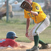 Roslyn's Eric Tidwell beats the throw to Fort Washington first baseman John Miller.<br /> Bob Raines 7/11/11
