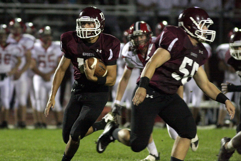 Abington quarterback Ken Cropper runs a keeper against Neshaminy.<br /> Bob Raines 9/26/11