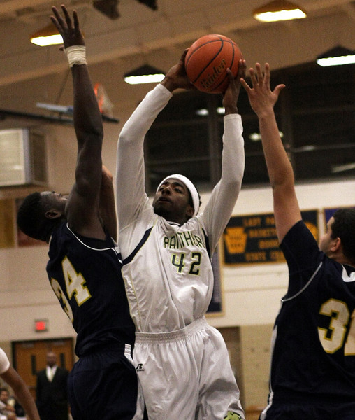 BB_WissCh_6666      Nafis Walker tries to get a shot over Wissahickon's Tanoh Kpassagnon.