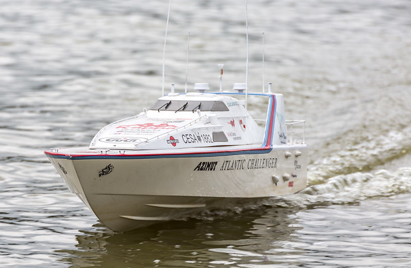 Atlantic Challenger, Azimut, Offshore Power Boat, Ray Hellicar, SRCMBC, Solent Radio Control Model Boat Club