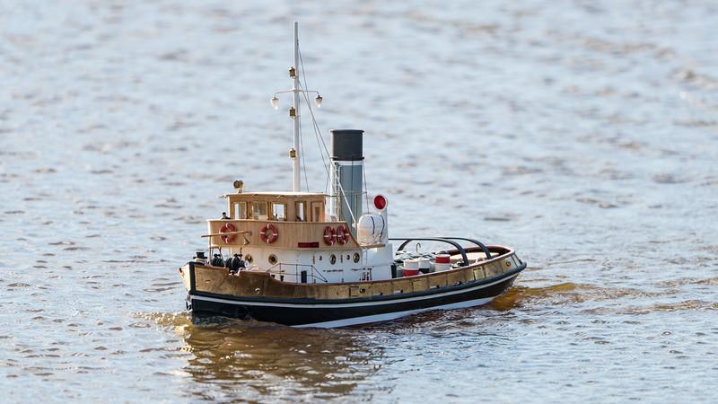 Anteo, Italian Steam Tug boat, John Andrews, SRCMBC, Solent Radio Control Model Boat Club, fuel barge @ Setley Pond, New Forest,England