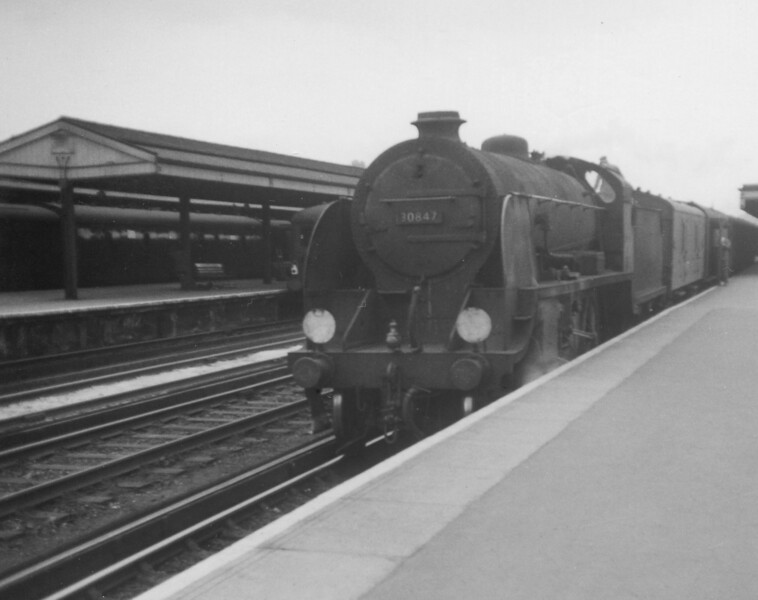 30847 at Redhill with the 3 35pm service from Reading 2nd June 1962 Maunsell S15